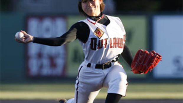 japanese female pitcher makes us baseball debut   cbs news