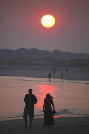Hot Weather Scorches U.S.