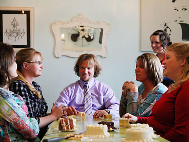 Robyn Sullivan and Christine, Kody, Meri, and Janelle Brown taste potential wedding cakes at a bakery.