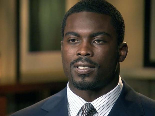 Philadelphia Eagles Quarterback and Convicted Dog-Fighter Michael Vick Wants Another Dog