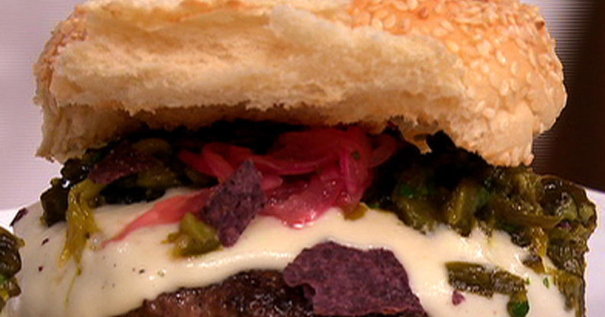 Flays Throwdown Green Chile Cheeseburgers Cbs News