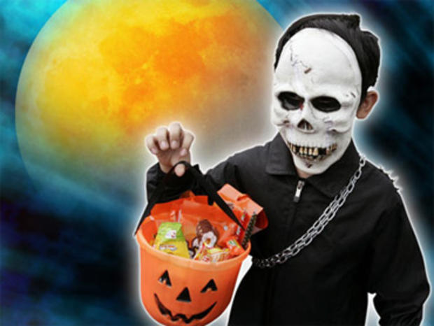 Drunk Man Wearing Diaper Arrest For Shouting Profanities While Trick-or-Treating