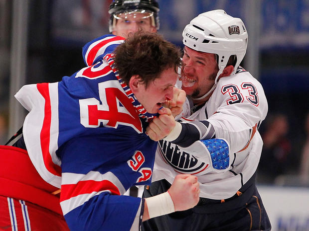 Steve MacIntyre fights with Derek Boogaard