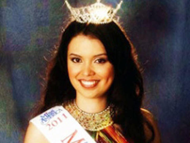 Texas teen beauty queen wins fight for crown