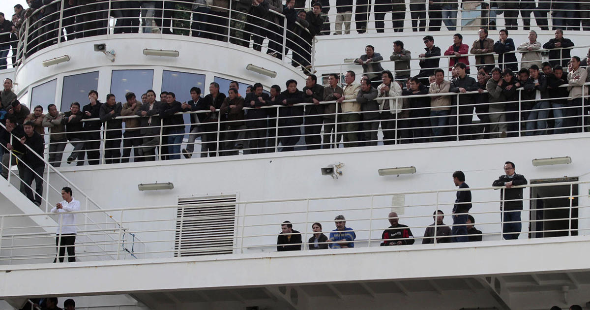 Ports overflow with evacuees from Libya