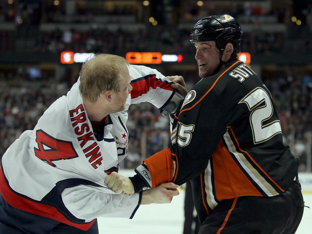 nhl_hockey_fights_109703048.jpg