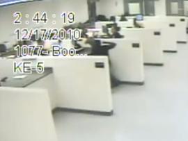 Female prison guard beats suspect caught on tape (VIDEO)