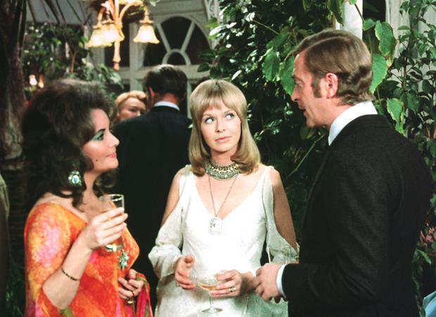 Elizabeth Taylor, Susannah York and Michael Caine