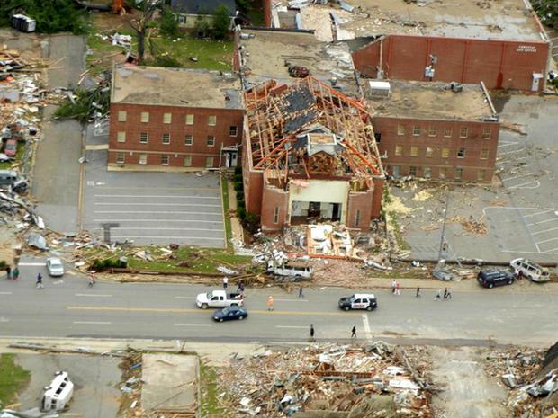 Looting a big problem in tornado damaged Tuscaloosa