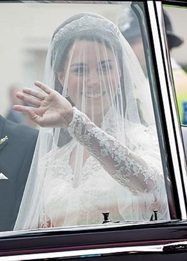 katemiddleton-weddingdress-getty-113264708_10.jpg