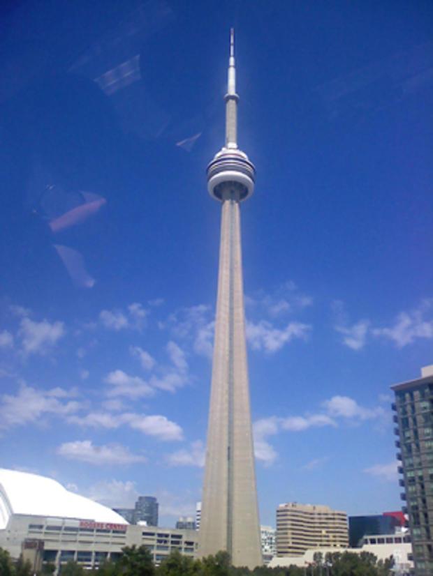 CN_Tower_Wikimedia.jpg