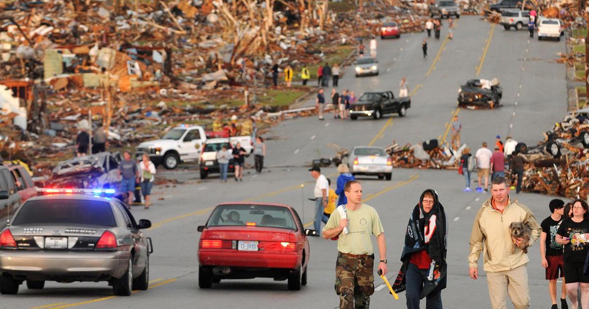 Tornado slams Joplin, Mo.; Dozens feared dead - CBS News