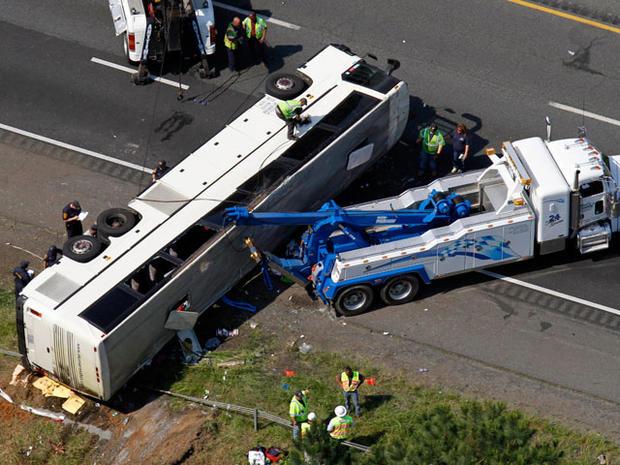 bus_crash_highway_011.jpg
