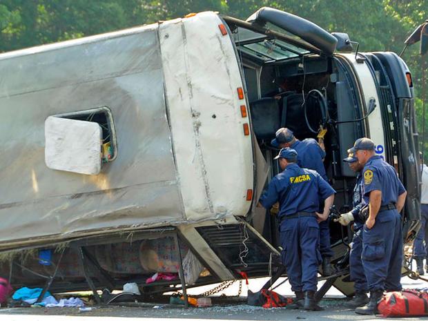 bus_crash_highway_008.jpg
