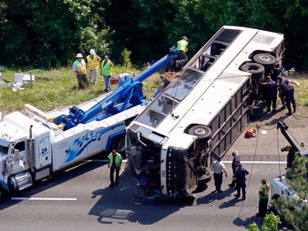 bus_crash_highway_012.jpg