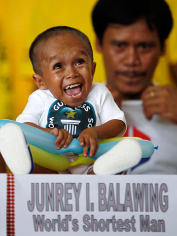 Meet world's shortest man, Junrey Balawing