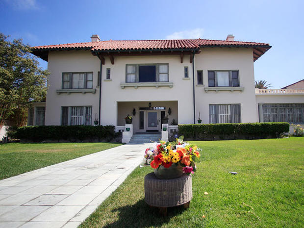 Girlfriend, son die days apart at tycoon's Calif. mansion