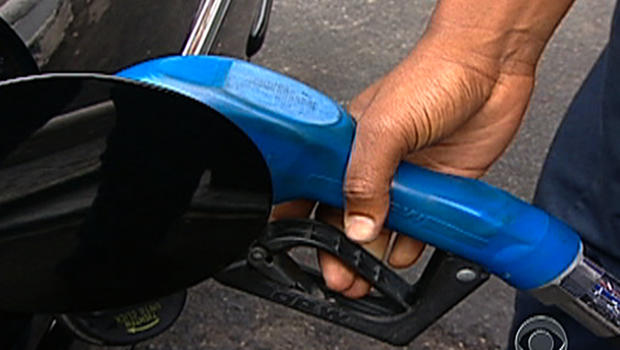 Car companies agree to raise fuel efficiency