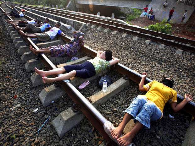 "Railroaded: ""Electric therapy"" draws poor Indonesians"