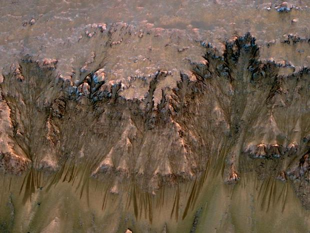 Close-up: Clues of briny water on Mars