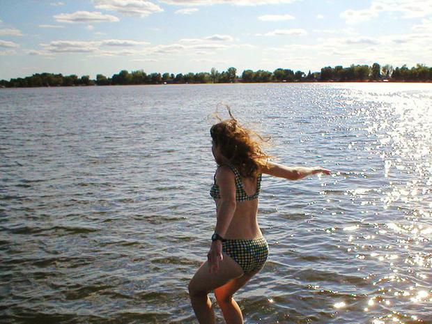 jumpingintolake.jpg