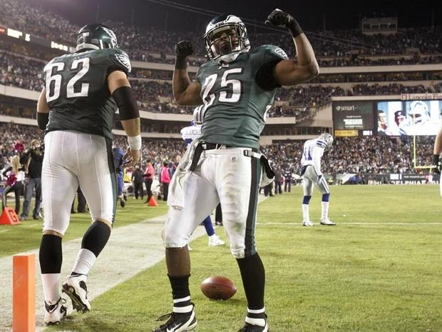 PHILADELPHIA, PA - OCTOBER 30: LeSean McCoy #25 of the Philadelphia Eagles celebrates his touchdown against the Dallas Cowboys at Lincoln Financial Field on October 30, 2011 in Philadelphia, Pennsylvania. The Eagles defeated the Cowboys 34-7. (Photo by Rich Schultz/Getty Images)