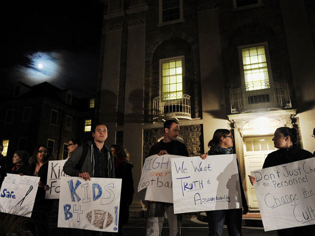 Penn State riots after Paterno's ousting