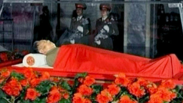 Kim Jong Il on display in a glass coffin