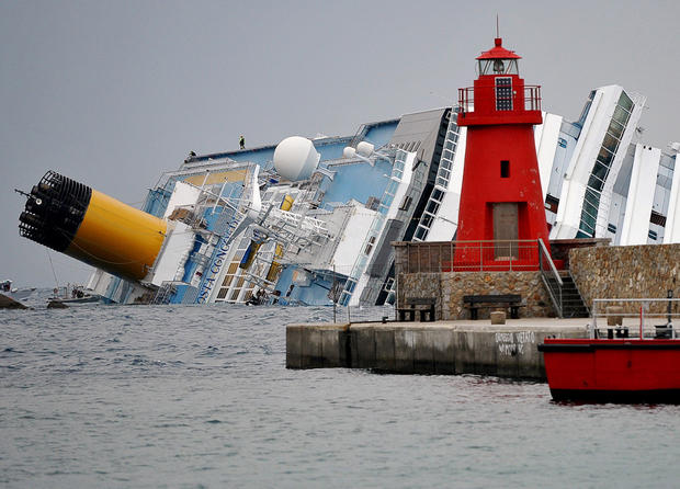 Luxury cruise ship runs aground