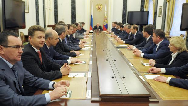Vladimir Putin keeps new Russian Cabinet stocked with loyalists ...