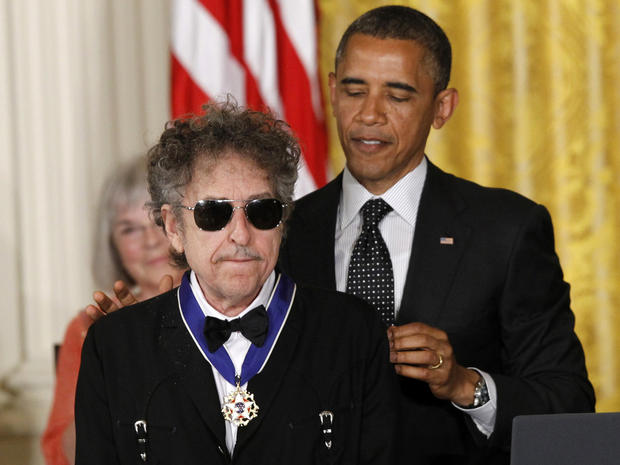 Obama awards Medal of Freedom to Bob Dylan, John Glenn