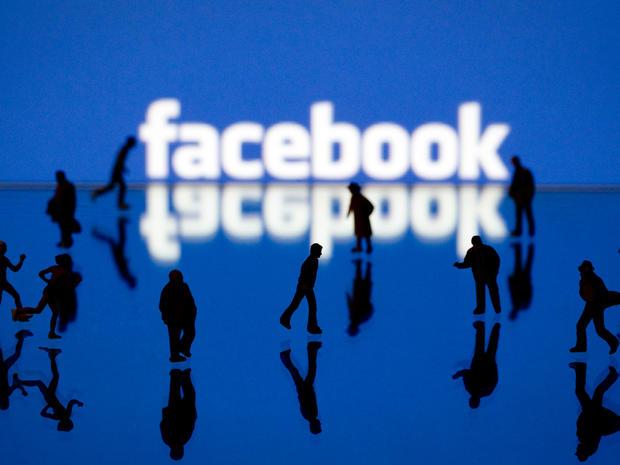 Facebook experiences temporary crash, back online
