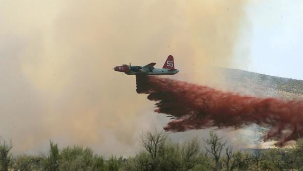 fire_crew_plane_crash_AP060713051526.jpg