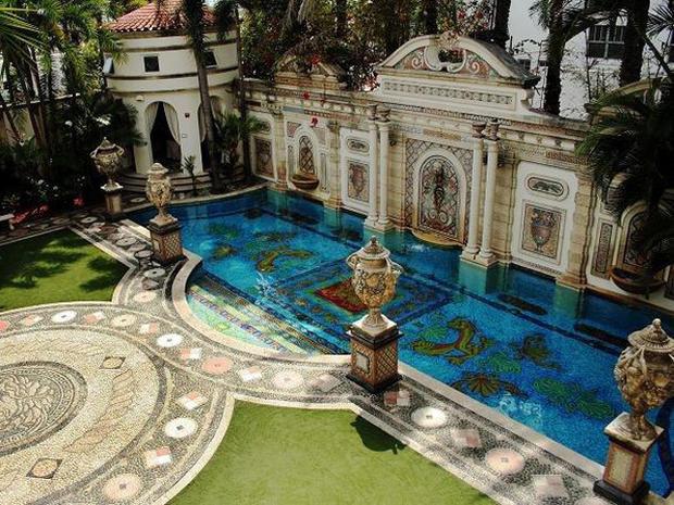 120605-Versace_mansion-AP120605174628.jpg