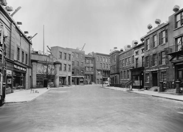 Paramount_1934_NYStreet.jpg