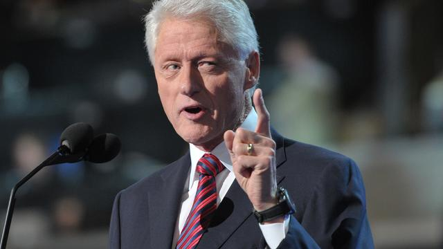 clinton-pointing-151309495.JPG