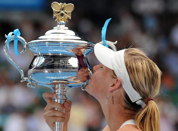 Maria Sharapova kisses the winners trophy