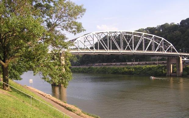 Kanawha_River_Charleston.jpg