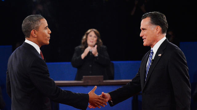 Moderator Candy Crowley, center, applauds as President Barack Obama, left, shakes hands with Republican presidential nominee Mitt Romney