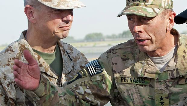 Gen. John Allen (left) and Gen. David Petraeus at Kabul International Airport