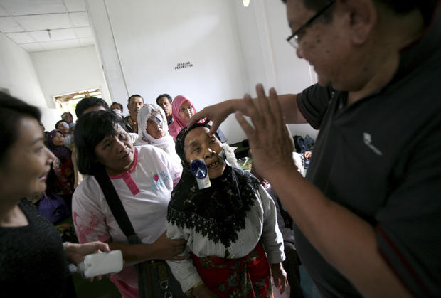 Doctors healing blind in Indonesia