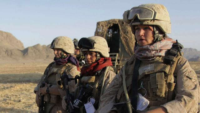 Pentagon to lift ban on women in combat