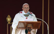 Pope Francis lists priorities during installation