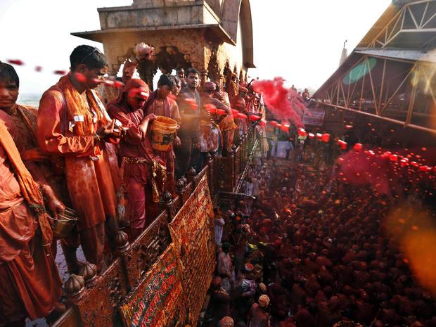 india_lathmar_holi_festival_AP65944538183_fullwidth.jpg