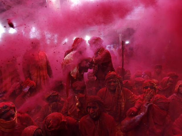 india_lathmar_holi_festival_AP578224393813_fullwidth.jpg