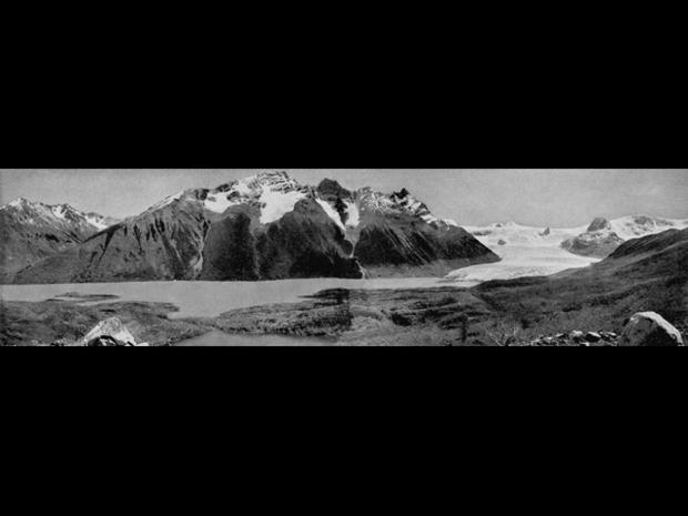 Lago_Dickson_and_Glacier_Stokes,_Alberto_de_Agostini,_1945_1.jpg