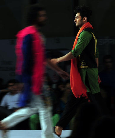 Surprising men's fashions in Pakistan