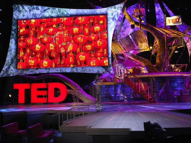 Liu_Bolin_Hiding_in_California_No.1_TED_photograph_2013.jpg