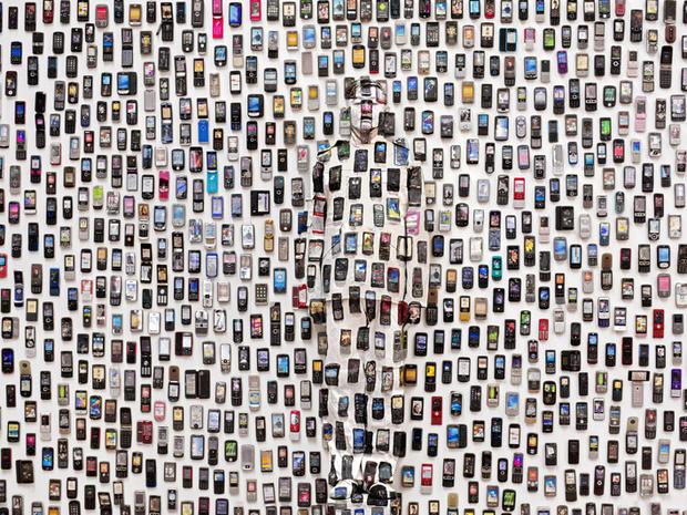 Liu_Bolin_HITC_Moblie_Phone_photograph_2012.jpg