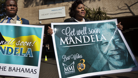 South Africans show support for ailing Nelson Mandela